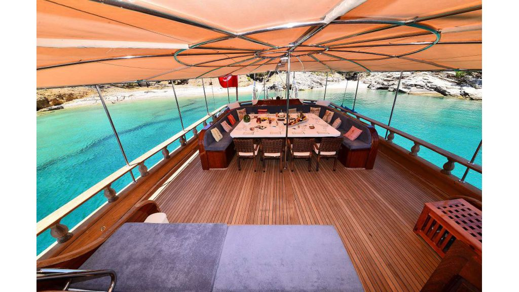8 Cabins Charter Yacht (11)