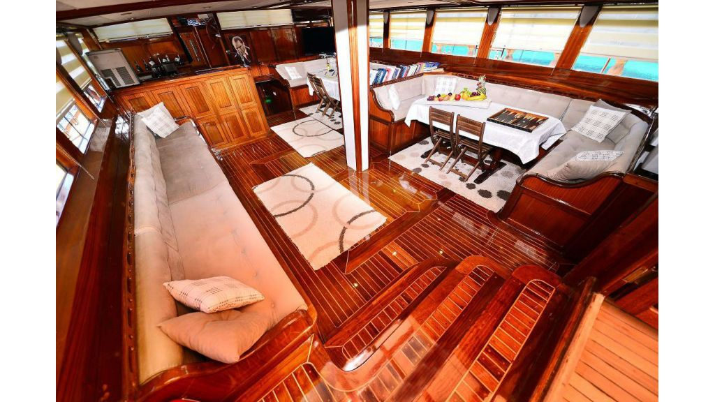 8 Cabins Charter Yacht (12)