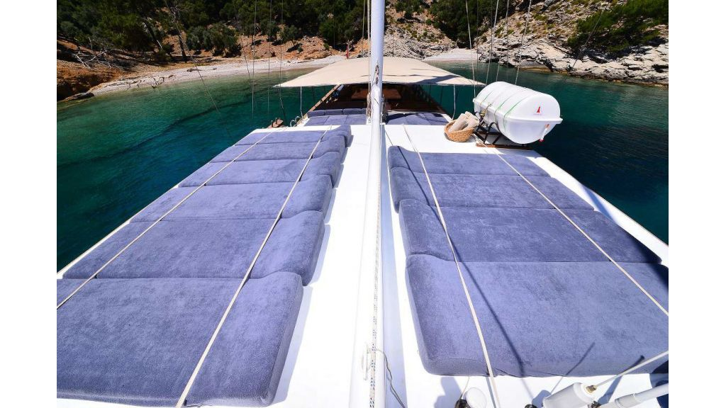 8 Cabins Charter Yacht (5)
