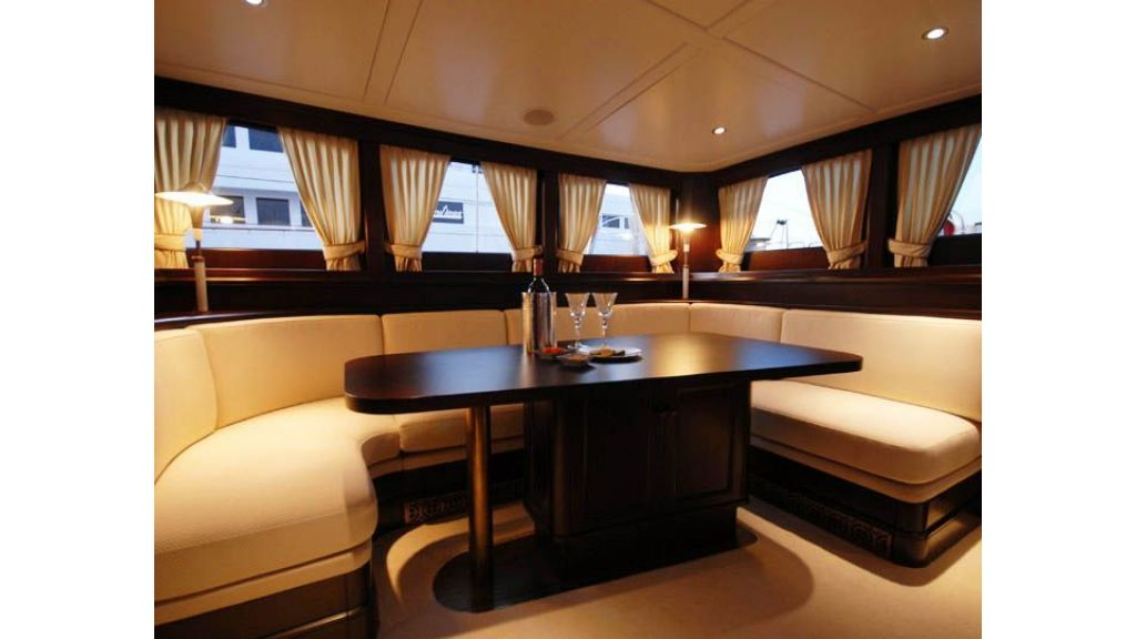 Luxury Sailing Yacht For Sale