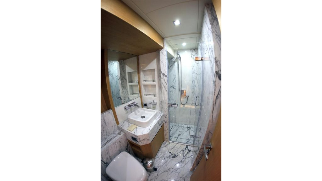 Luxury_5_cabins_gulet shower room