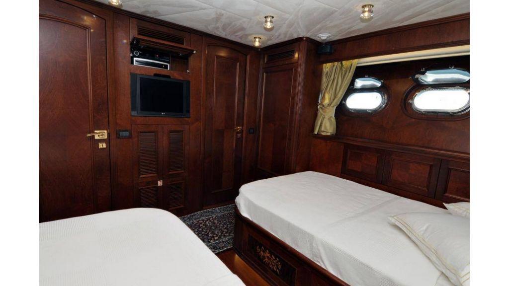 trawler-motor-yacht (1)