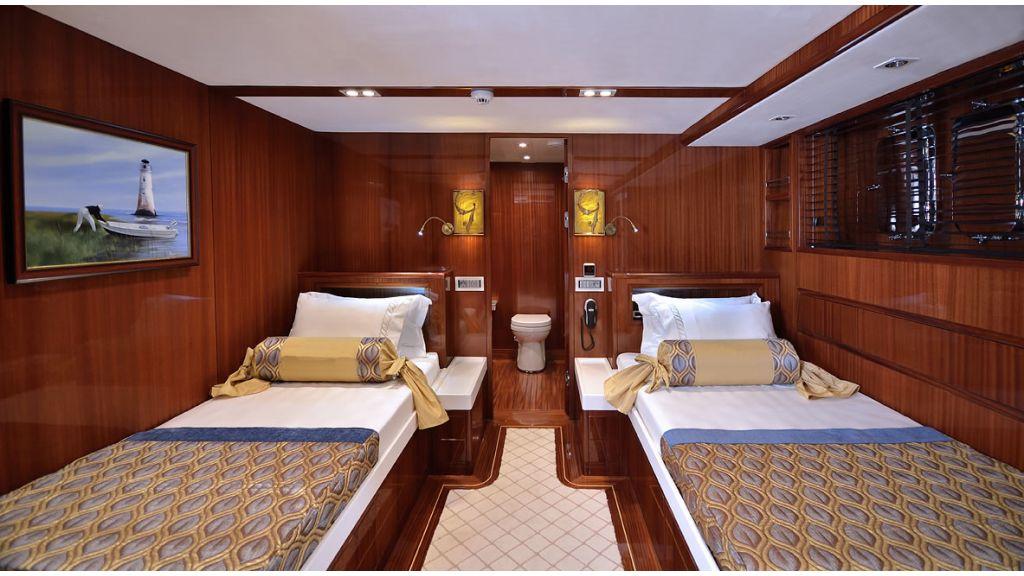 Custom_Designe_Sailing_Yacht  (15)