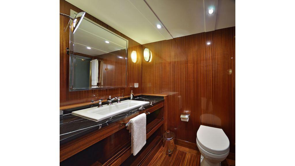 Custom_Designe_Sailing_Yacht  (17)