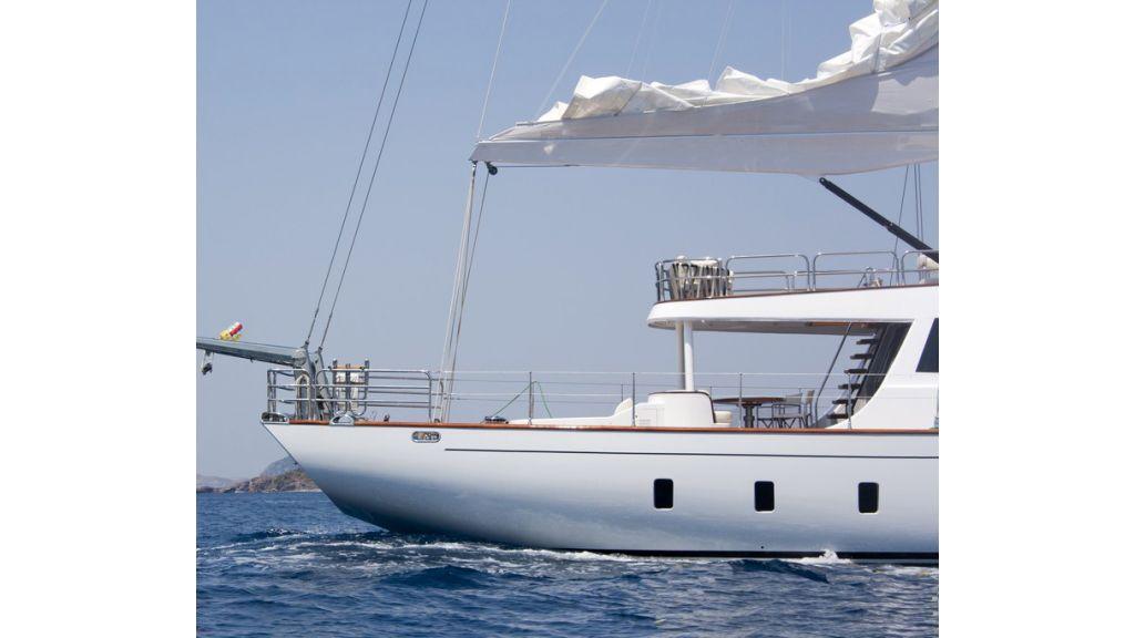 Custom_Designe_Sailing_Yacht  (1)