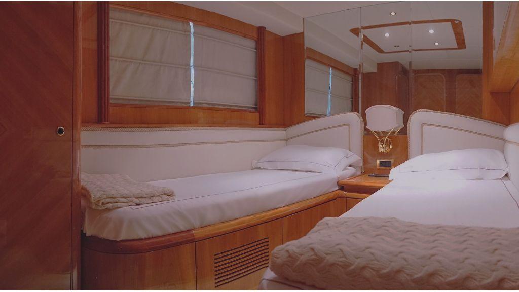 Queen A Azimut 85 motor yacht (1)
