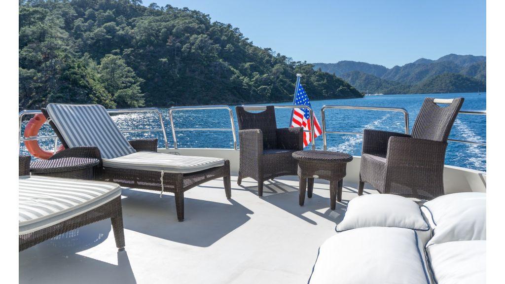 Queen A Azimut 85 motor yacht (10)