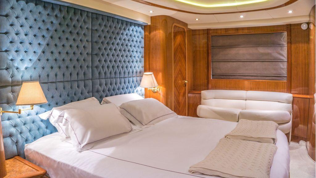 Queen A Azimut 85 motor yacht (13)