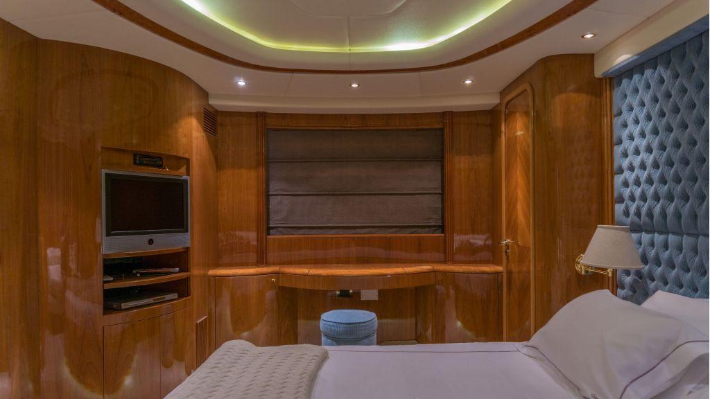 Queen A Azimut 85 motor yacht (14)
