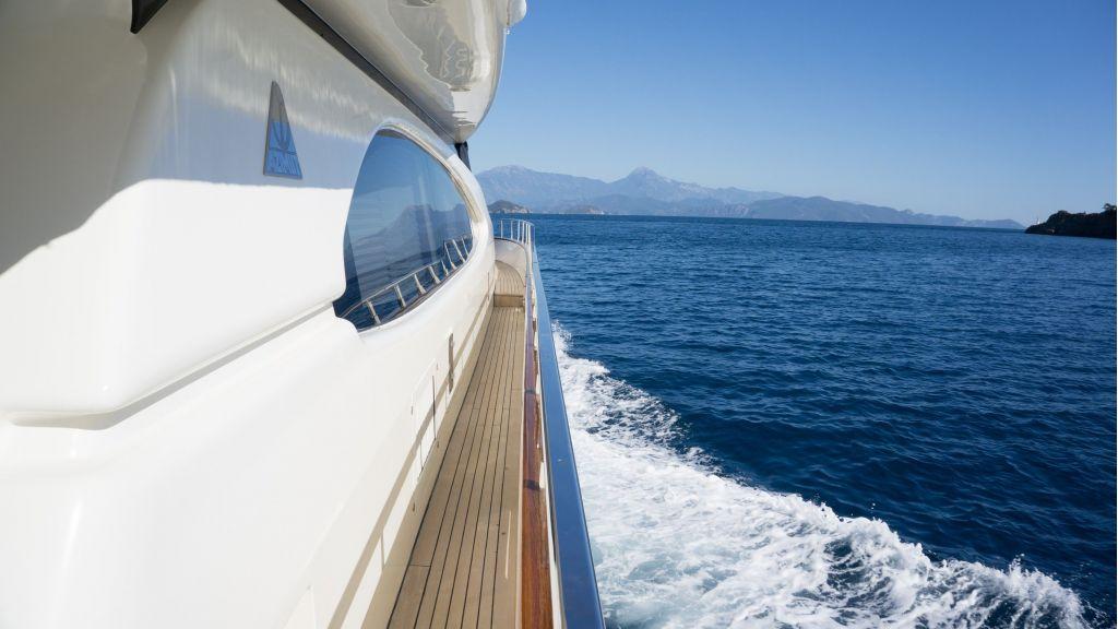 Queen A Azimut 85 motor yacht (16)