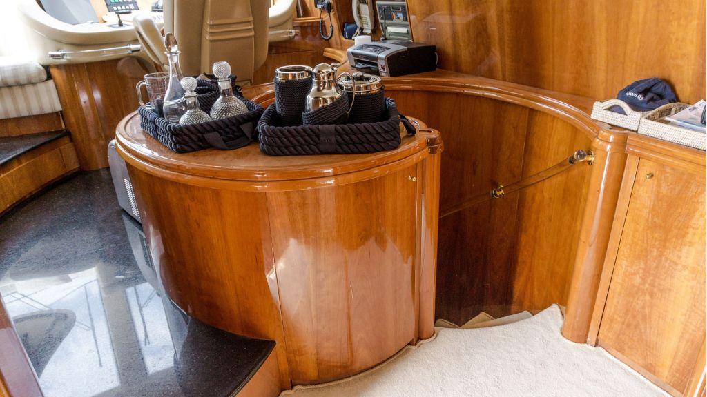 Queen A Azimut 85 motor yacht (19)