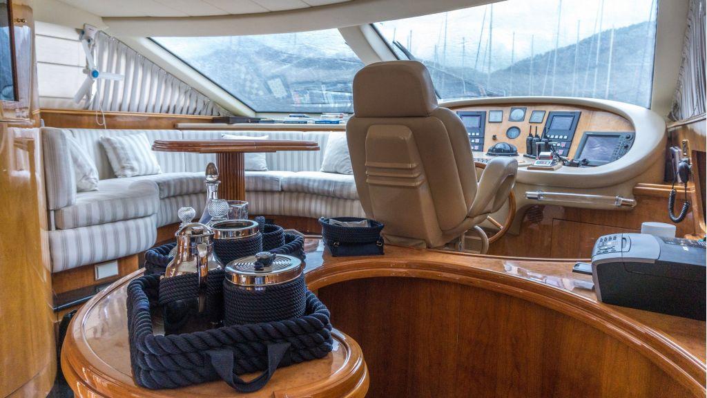 Queen A Azimut 85 motor yacht (20)