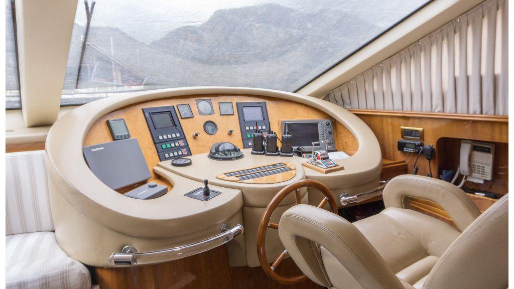 Queen A Azimut 85 motor yacht (21)