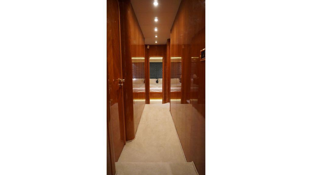 Queen A Azimut 85 motor yacht (22)