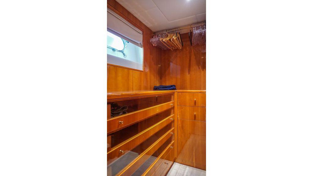 Queen A Azimut 85 motor yacht (25)
