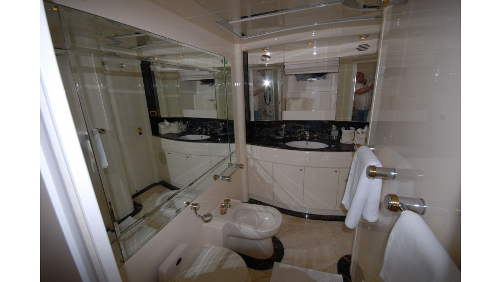 Queen A Azimut 85 motor yacht (26)