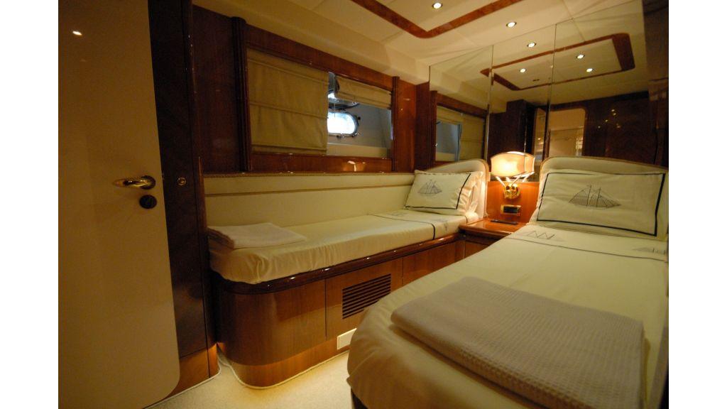 Queen A Azimut 85 motor yacht (29)