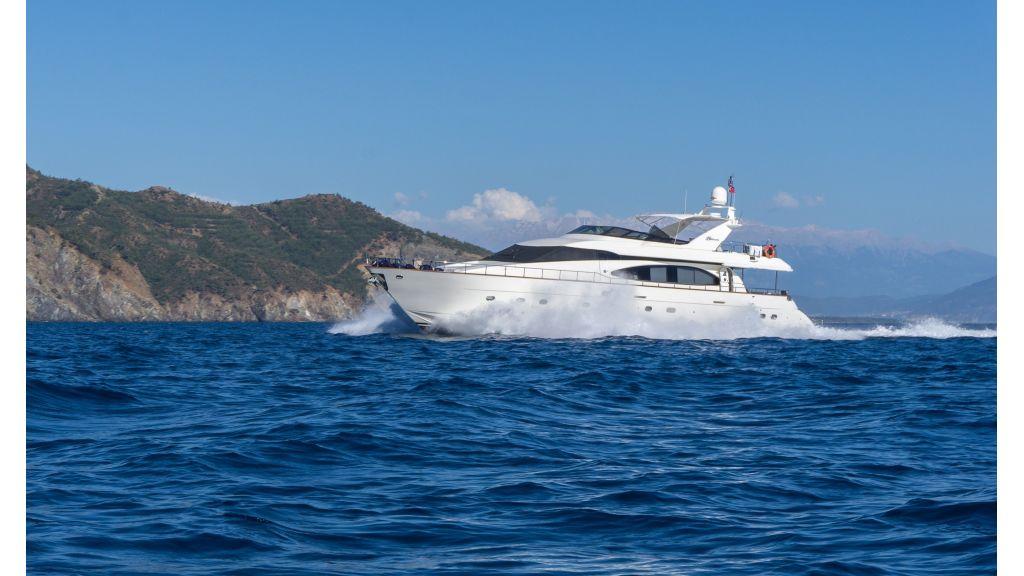 Queen A Azimut 85 motor yacht (3)