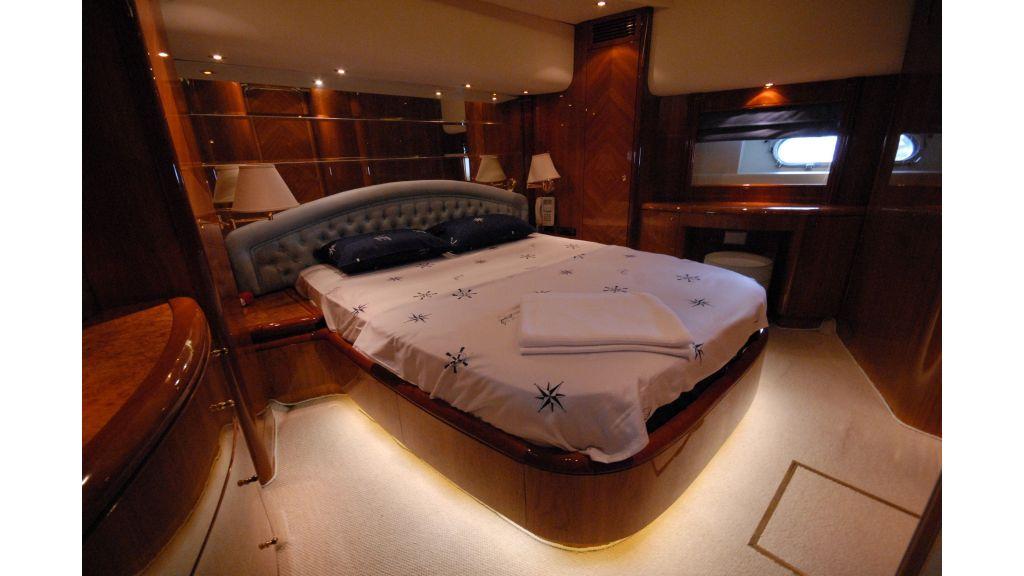 Queen A Azimut 85 motor yacht (31)