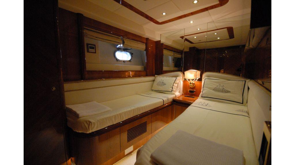 Queen A Azimut 85 motor yacht (32)