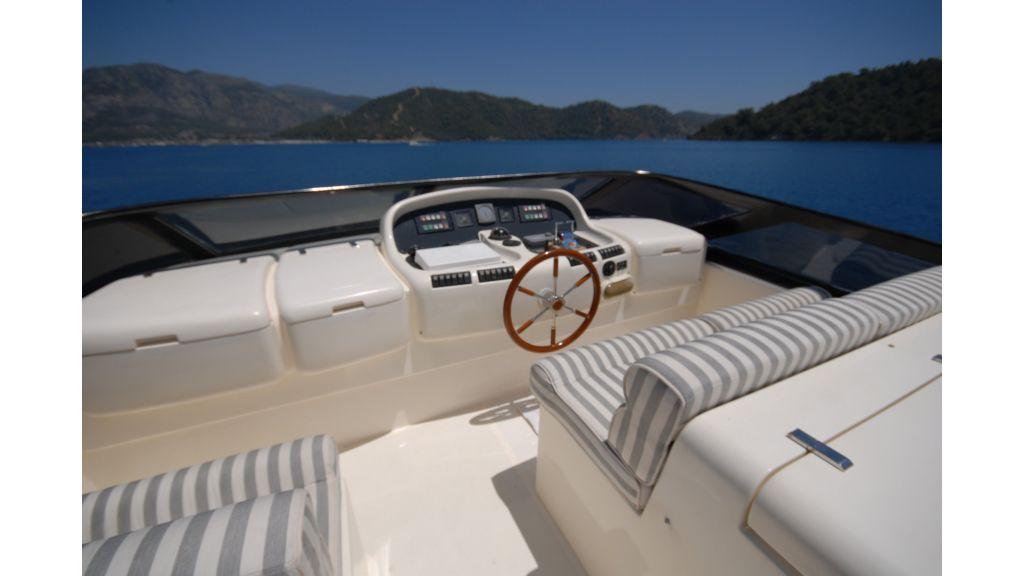 Queen A Azimut 85 motor yacht (47)