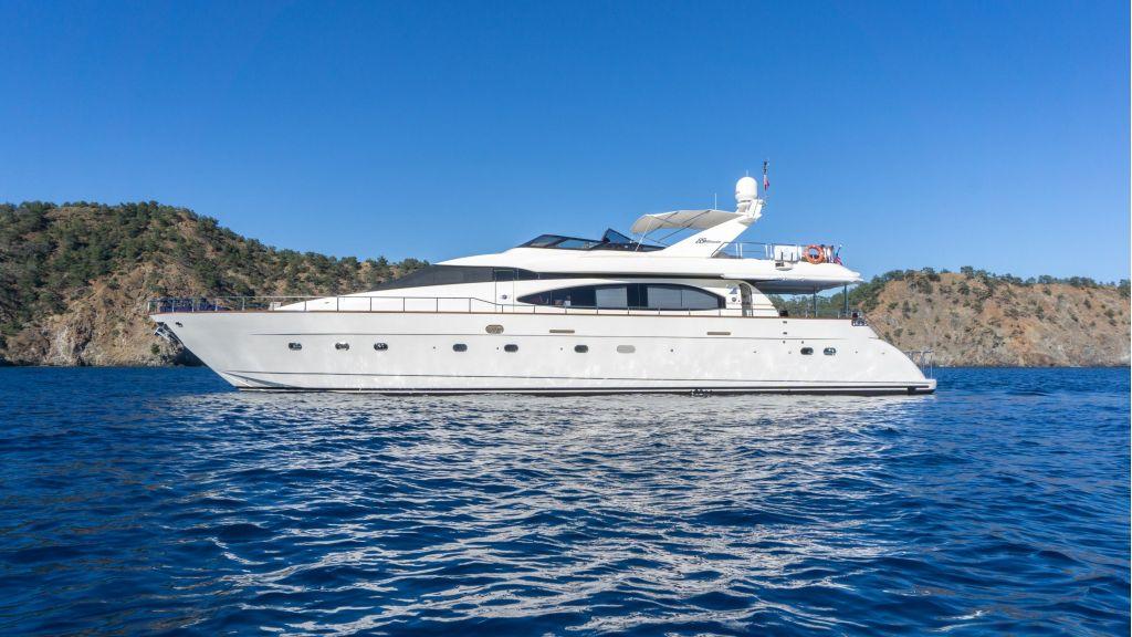 Queen A Azimut 85 motor yacht (8)