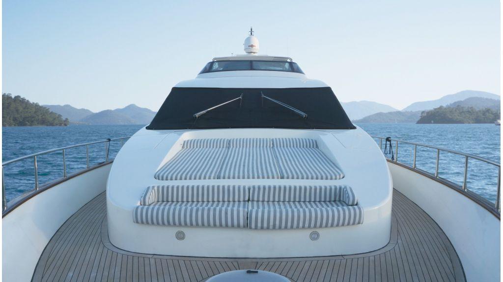 Queen A Azimut 85 motor yacht (9)
