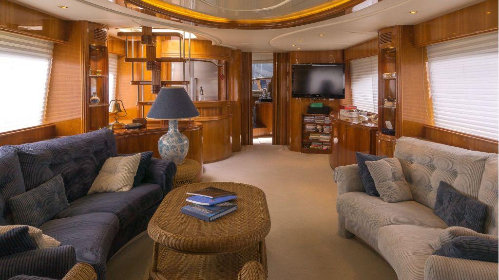 Queen A-Azimut 85 motor yacht