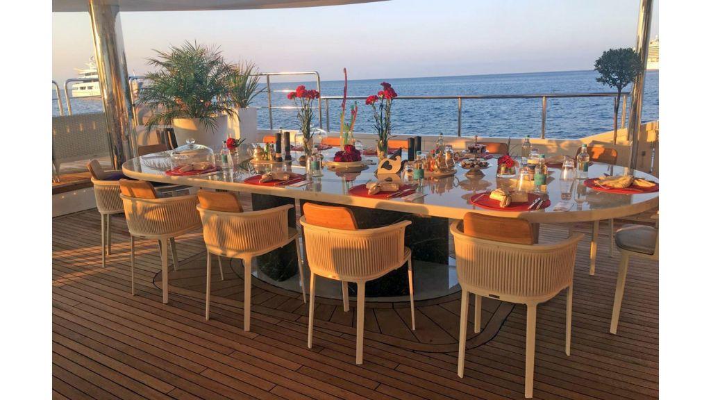 Elegant 007 Motor Yacht (14)