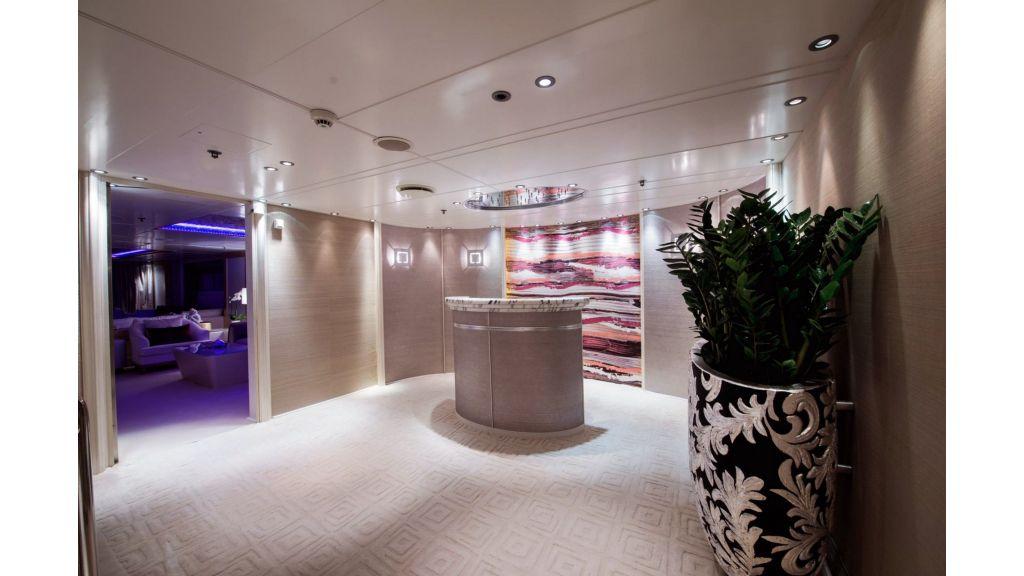 Elegant 007 Motor Yacht (3)