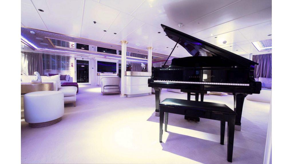 Elegant 007 Motor Yacht (5)
