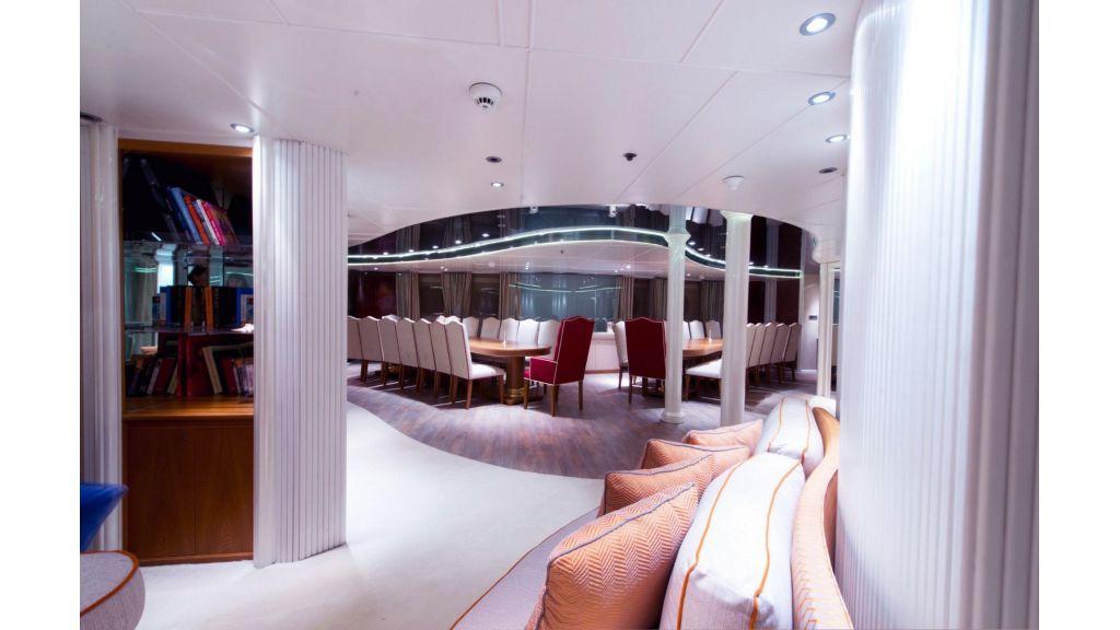 Elegant 007 Motor Yacht (6)