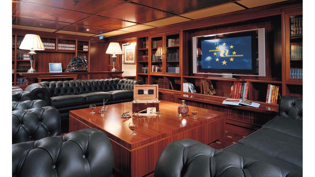 Lauren L-Mega yacht Master