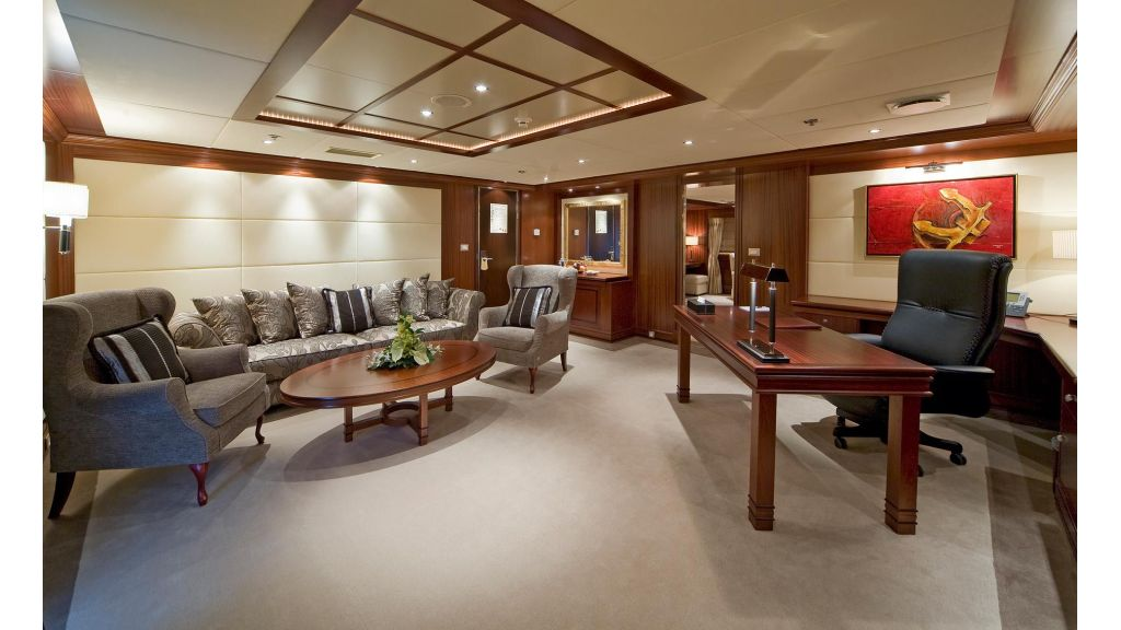 Lauren L- Mega yacht-Master
