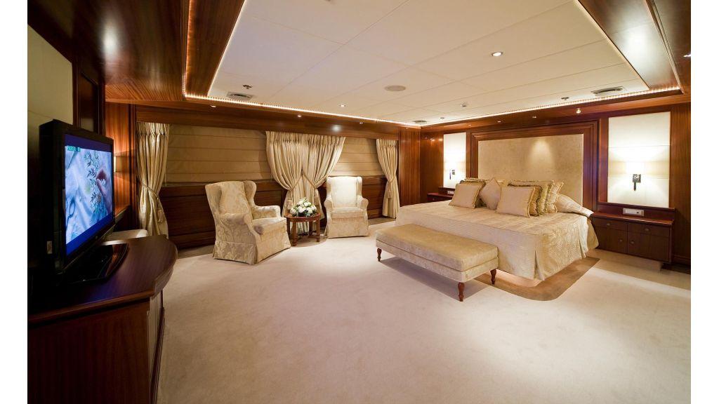 Lauren L-Mega yacht-Master