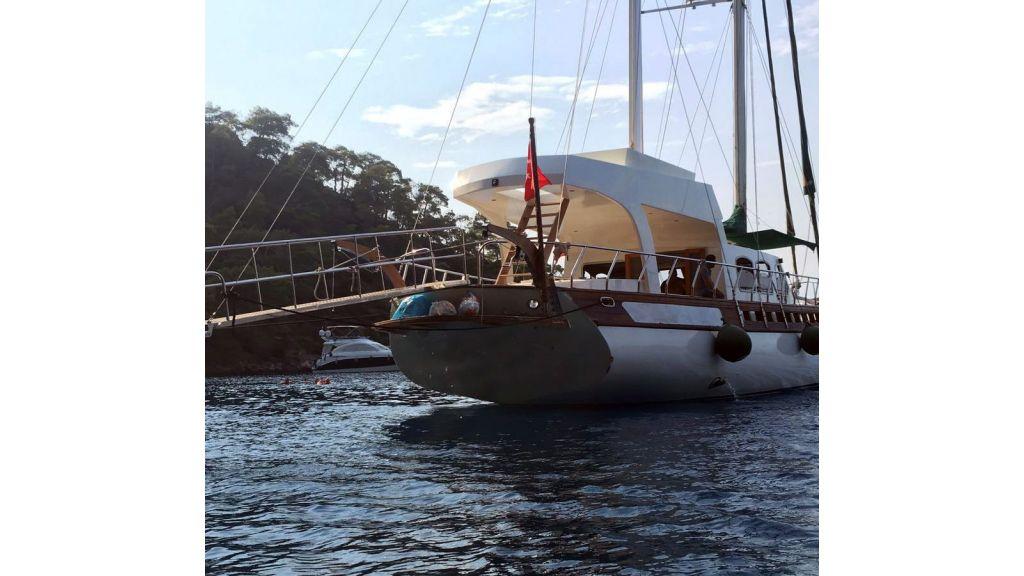 Motor-Sailer-Yacht