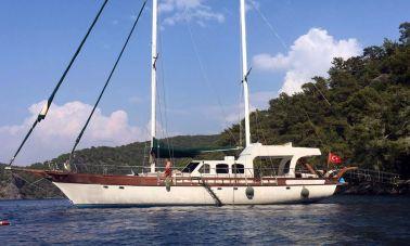 Motorsailer Yacht