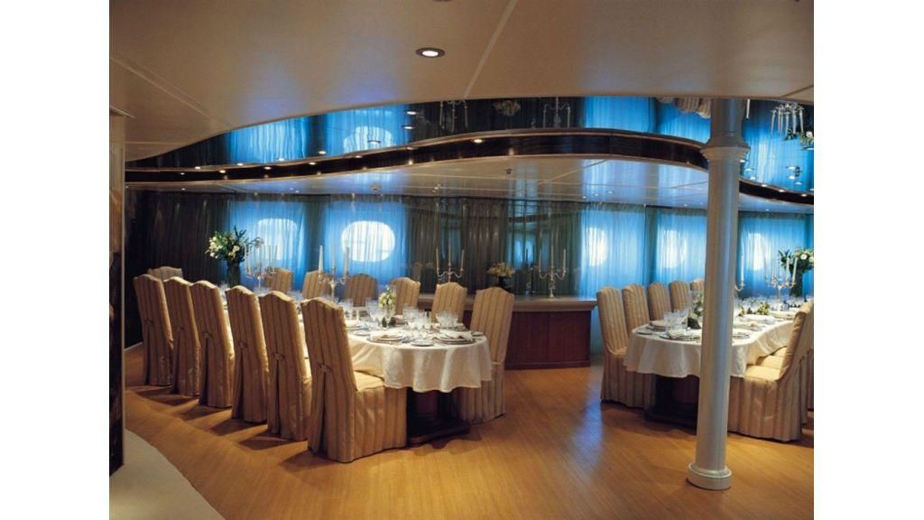 Rm-Elegant -Motor-yacht master