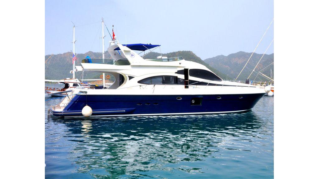 Laminated Motoryacht (8)