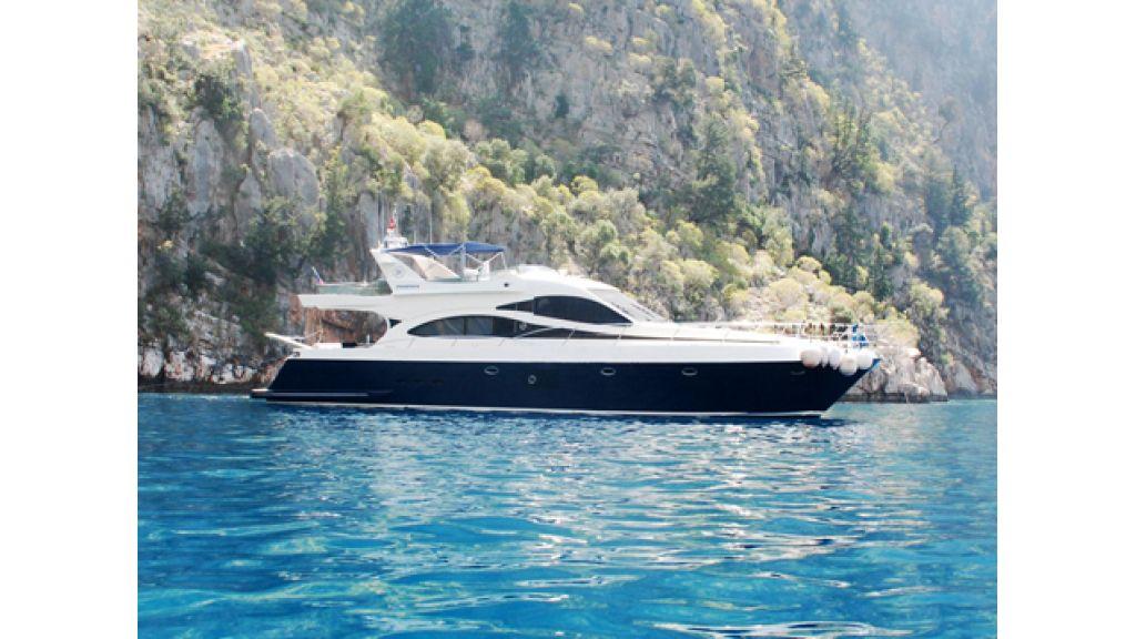 Laminated Motoryacht (20)