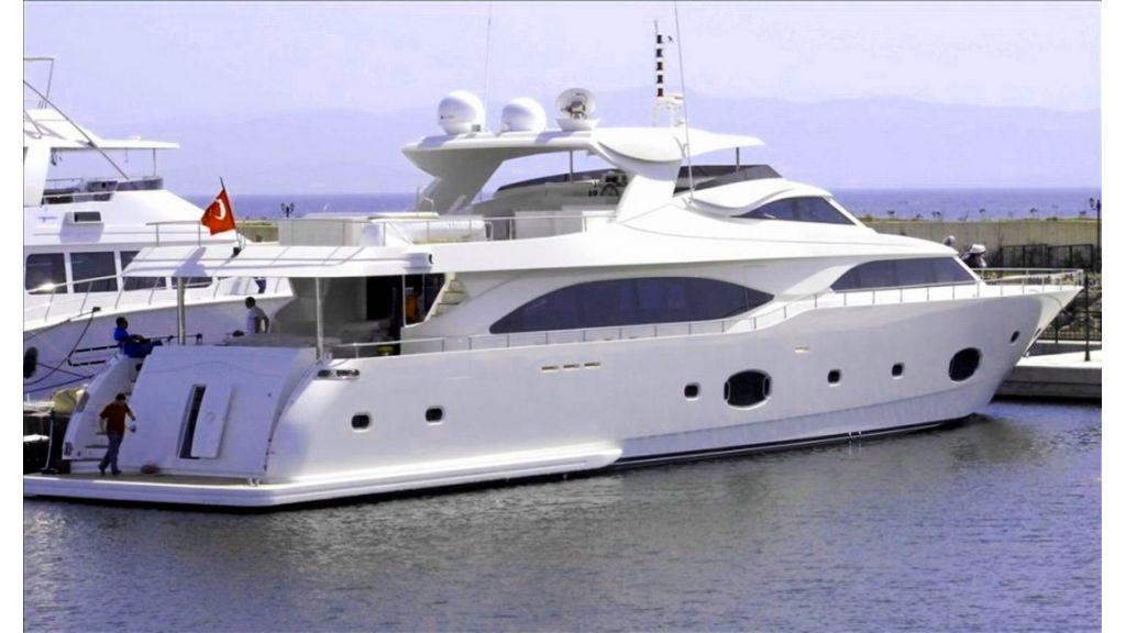White Motoryacht (40)