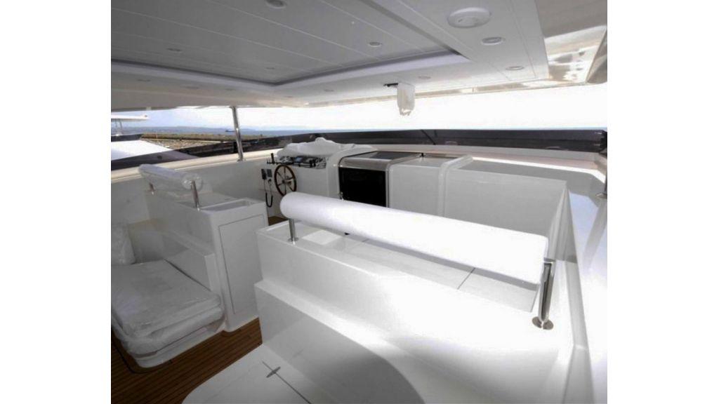 White Motoryacht (43)