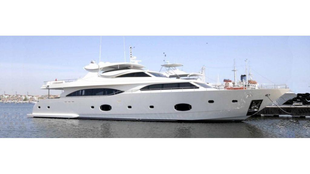 White Motoryacht (46)