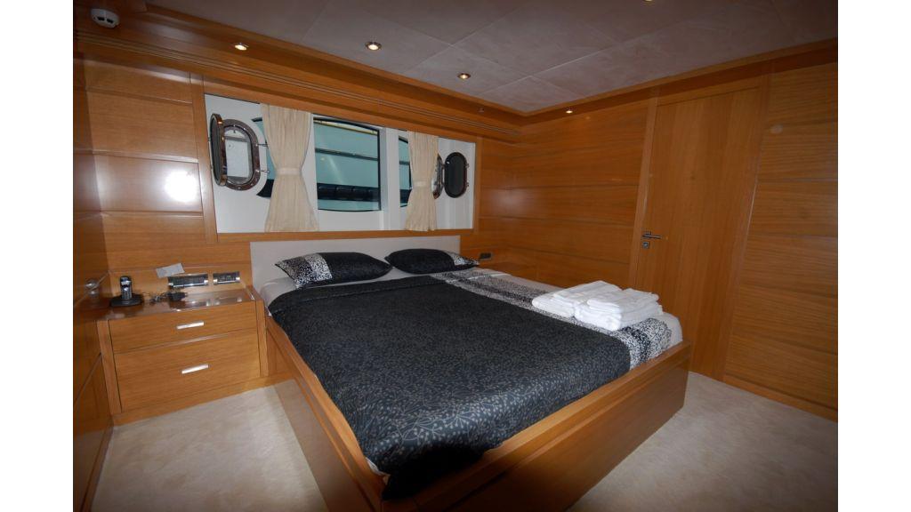 White Motoryacht (49)