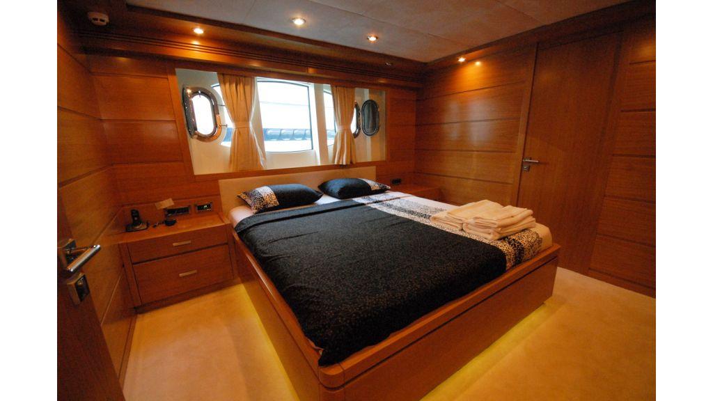 White Motoryacht (50)
