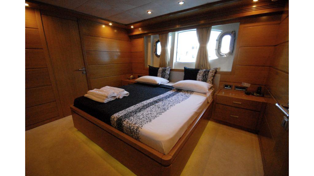 White Motoryacht (51)
