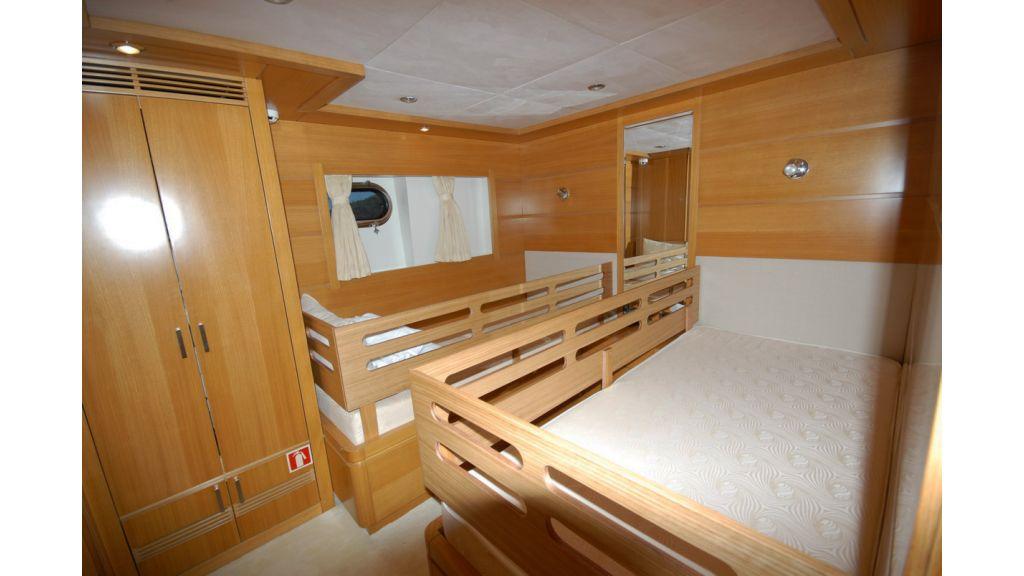 White Motoryacht (52)