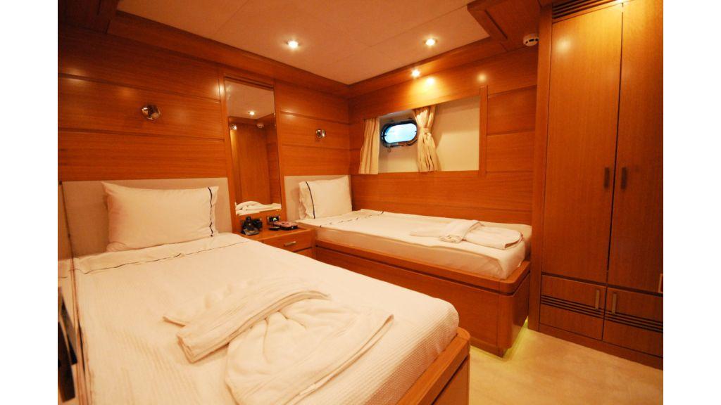 White Motoryacht (54)