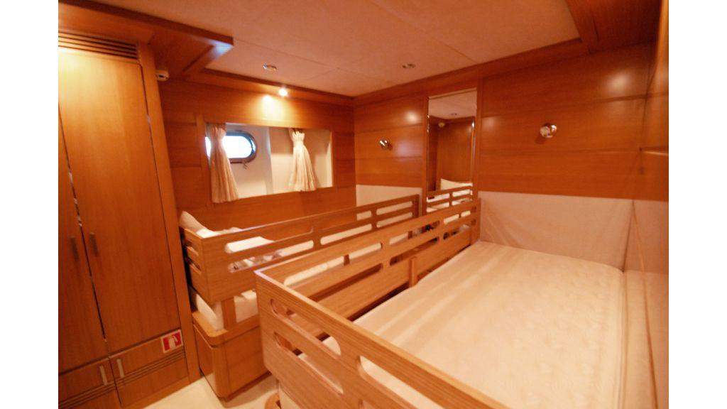 White Motoryacht (55)