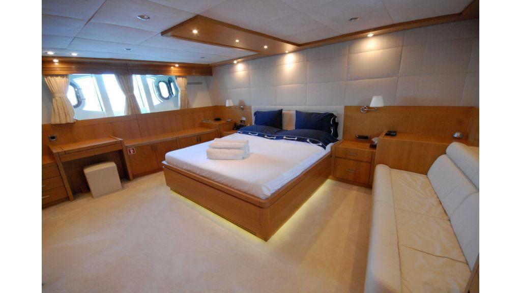 White Motoryacht (57)
